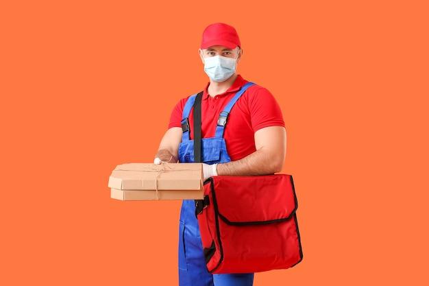Correio de serviço de entrega de comida no vermelho