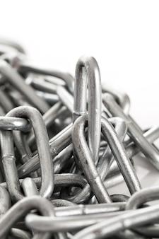 Corrente de metal prateado