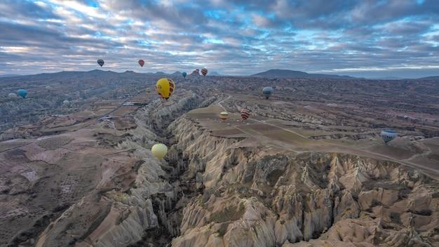 Corrida de balão de ar quente na capadócia