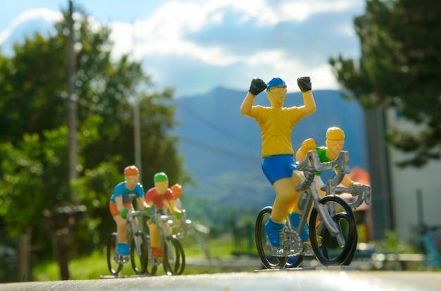 Corrida de bicicleta em miniatura