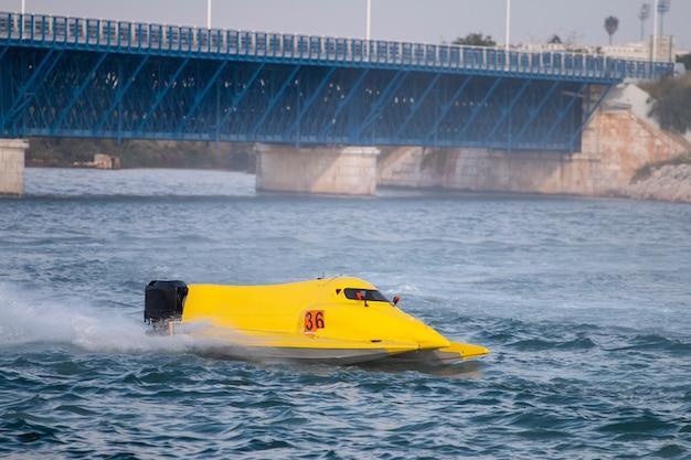 Corridas de powerboat rápido