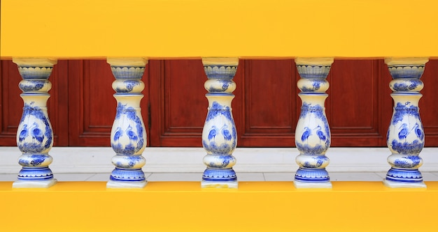 Corrimões de porcelana cerâmica.