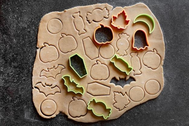 Cortadores de biscoito de gengibre de halloween de massa de biscoito caseiro