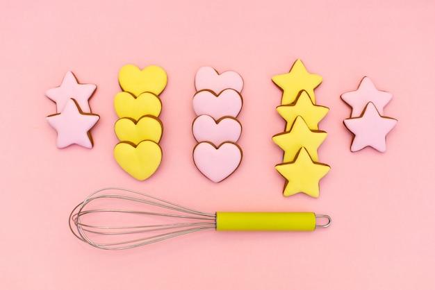 Cortadores de biscoito metálico formas diferentes e whisk