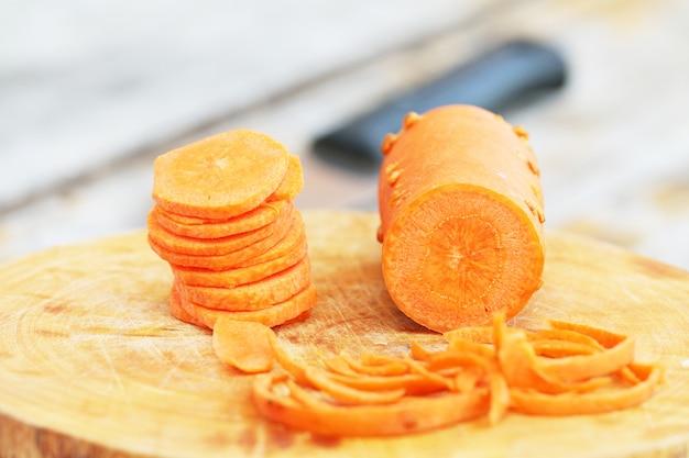 Cortando cenouras