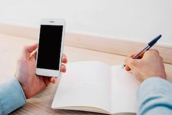 Cortar as mãos gravando informações do smartphone