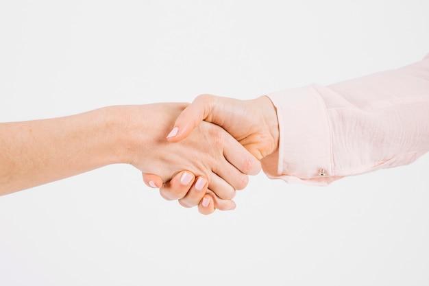 Cortar as mãos no aperto de mão