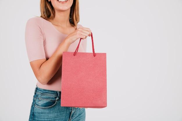 Cortar mulher com saco de papel