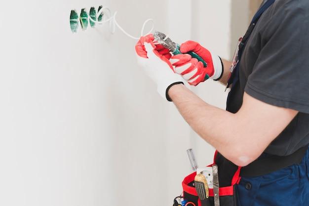 Cortar o fio de corte do handyman