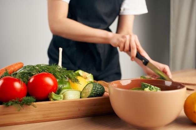 Cortar vegetais, salada, vitaminas, alimentação saudável