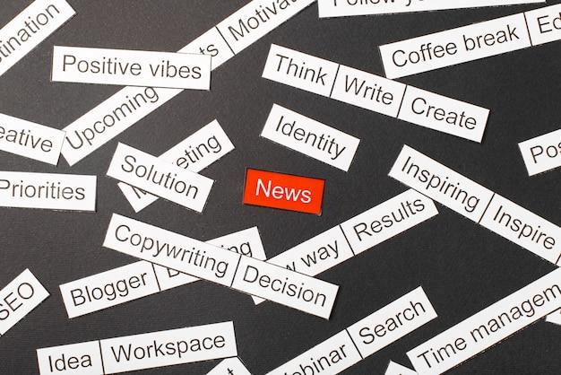 Corte as notícias de inscrição em papel sobre um fundo vermelho, cercado por outras inscrições em um fundo escuro. conceito de nuvem de palavras.
