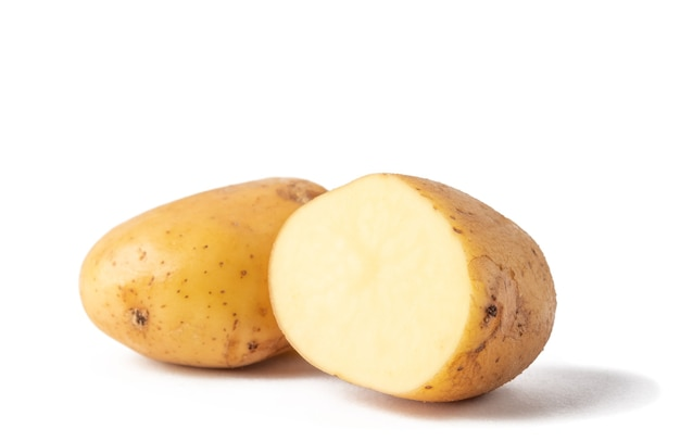 Corte batata crua isolada
