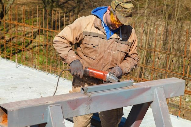 Corte de aço indústria pesada por flex elétrica