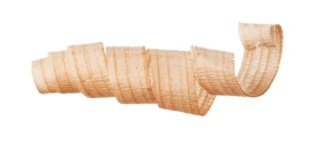 Corte de madeira em espiral isolado no branco close-up