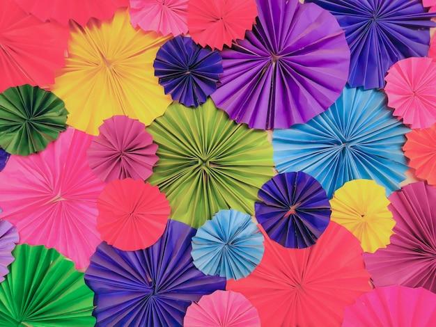 Corte de papel colorido em decorativo circulou a textura de ocasião.