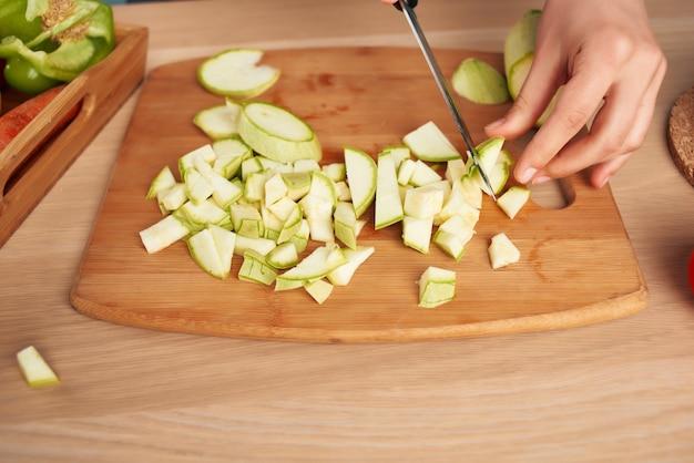 Corte de vegetais, alimentação saudável, dever de casa de cozinha