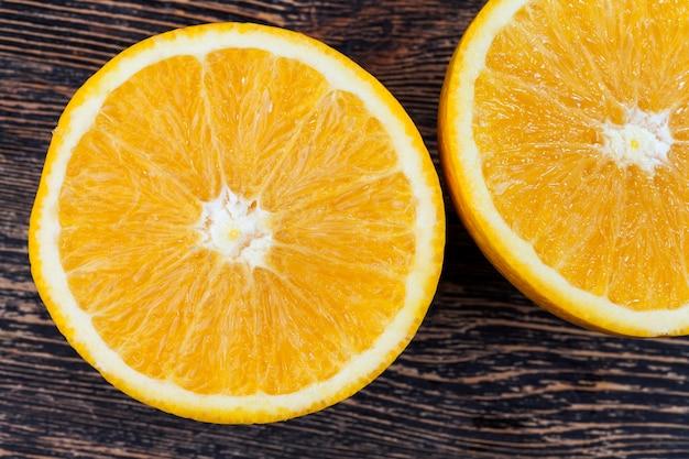 Corte em pedaços suculentos e deliciosos tangerina de laranja, frutas cítricas de laranja, tangerina de laranja doce