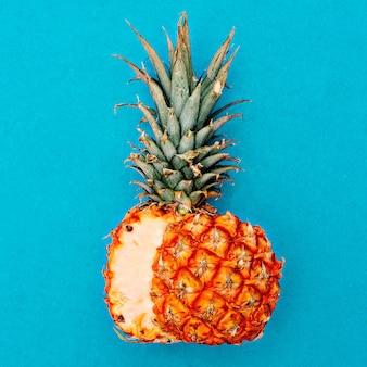Corte o abacaxi. estilo tropical. mínimo