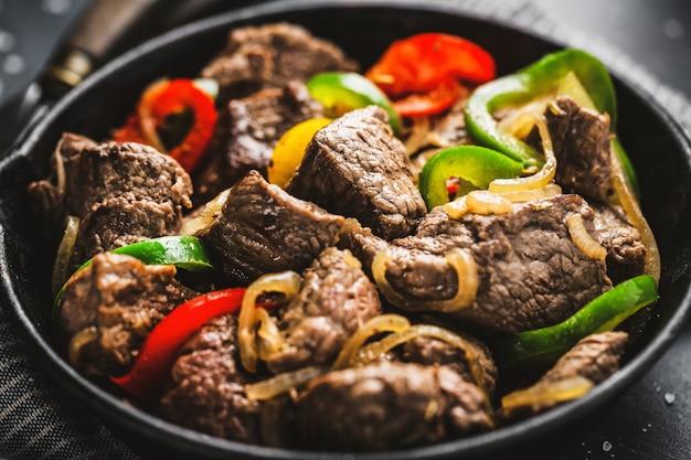 Cortes de carne cookef com legumes