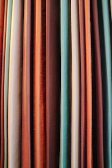 Cortina colorida, estilo premium. conceito de objeto e decoração.
