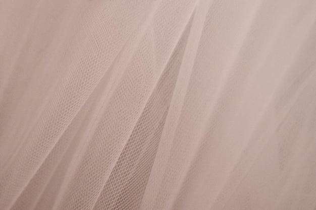 Cortina suspensa com plano de fundo texturizado