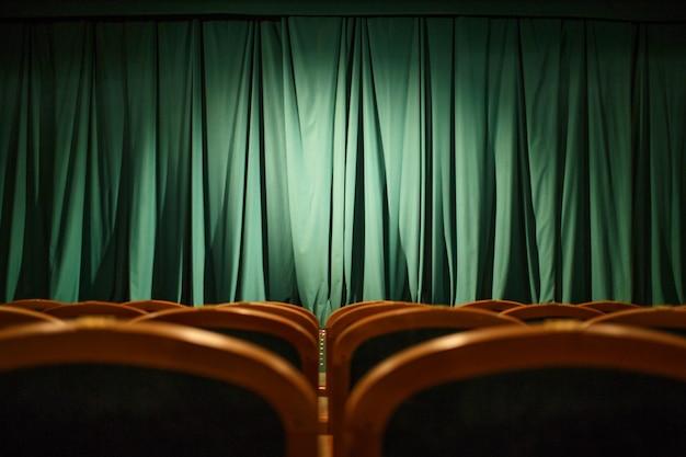 Cortinas de palco verde de teatro