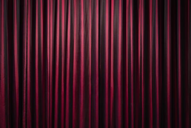 Cortinas vermelhas em fundo de teatro