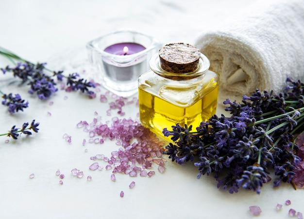 Cosmético spa orgânico natural com flores de lavanda
