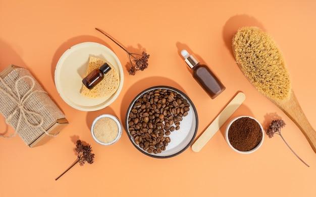 Cosméticos caseiros com esfoliante de café e óleo. conjunto de produtos cosméticos spa em casa. escova a seco, esfoliante de café, óleo orgânico. cosmético caseiro anticelulite para peeling e cuidados spa.