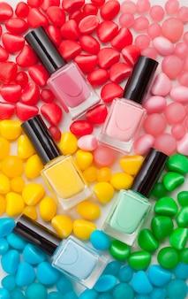 Cosméticos de cores pastel. conceito de blogueiro de beleza