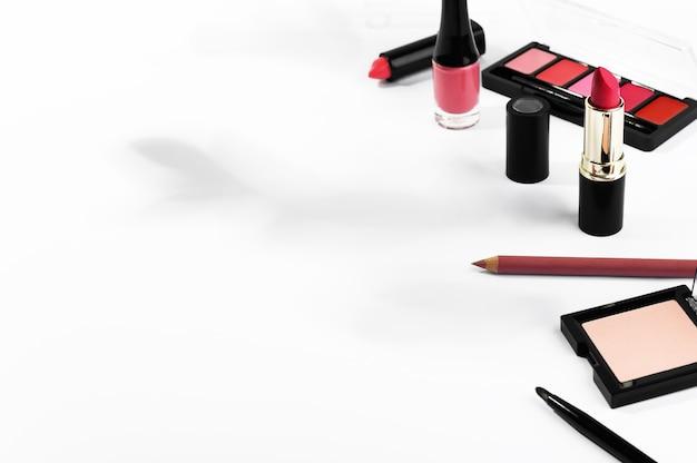 Cosméticos de maquiagem e conjunto de manicure
