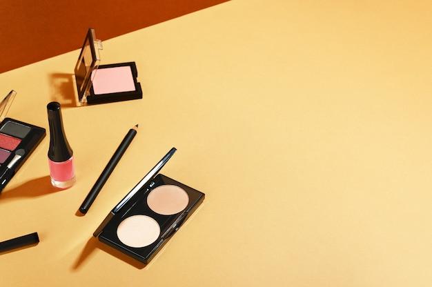 Cosméticos de maquiagem e kit de manicure para bolsa de cosméticos
