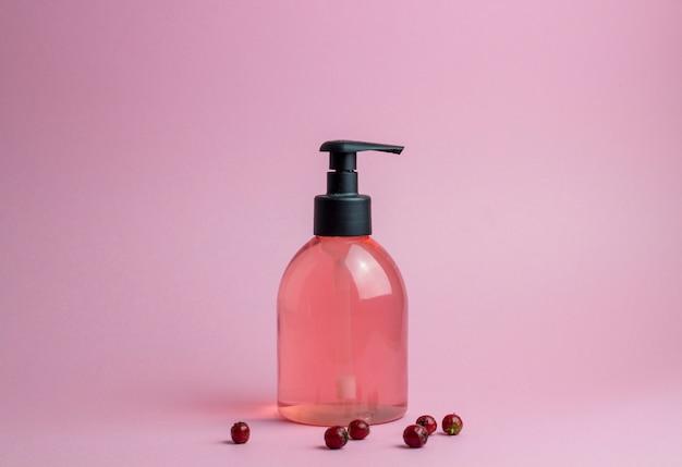 Cosméticos em rosa. minimalismo. cuidados com a pele.