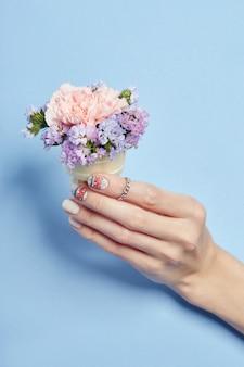 Cosméticos maquiagem de mão, unhas bonitas manicure, esmaltes