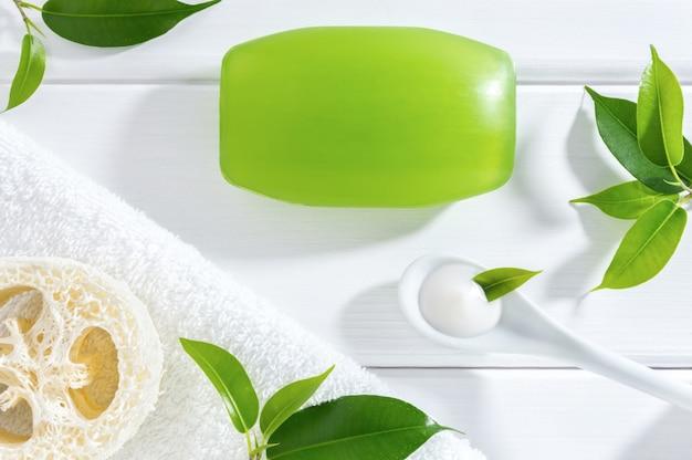 Cosméticos naturais caseiros ou spa para cuidados com a pele.