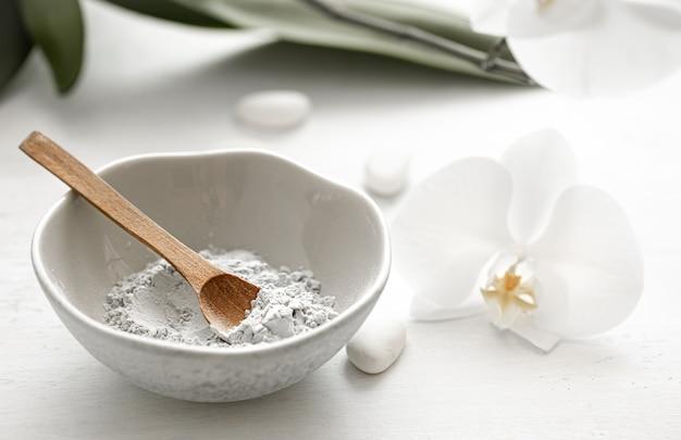 Cosméticos naturais para tratamentos de spa em casa ou salão de beleza, máscara facial em casa.