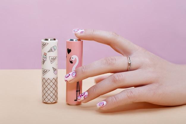 Cosméticos para as mãos unhas para colorir e cuidar, manicure profissional e produto para cuidados