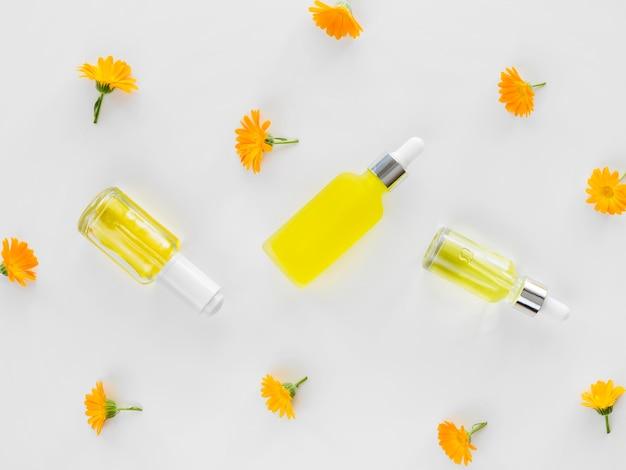 Cosméticos para tratamentos de spa com óleos florais