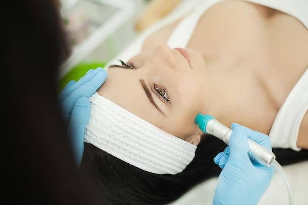 Cosmetologia, limpeza facial ultra-sónica