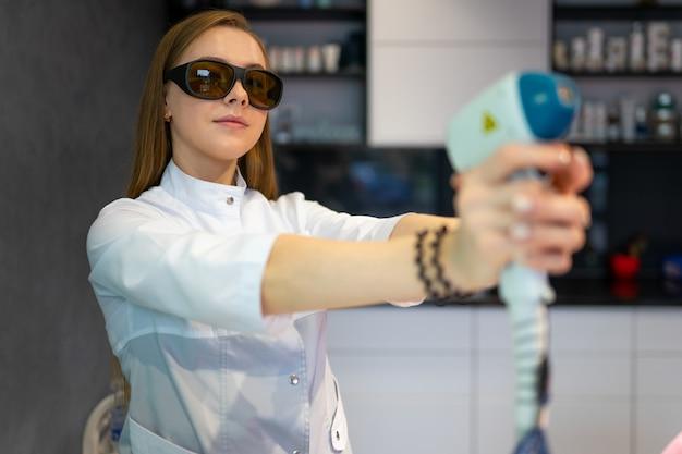 Cosmetologista feminina
