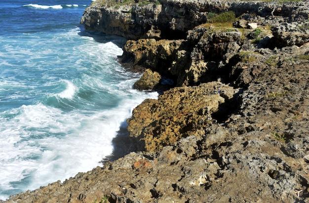 Costa atlântica rochosa. república dominicana