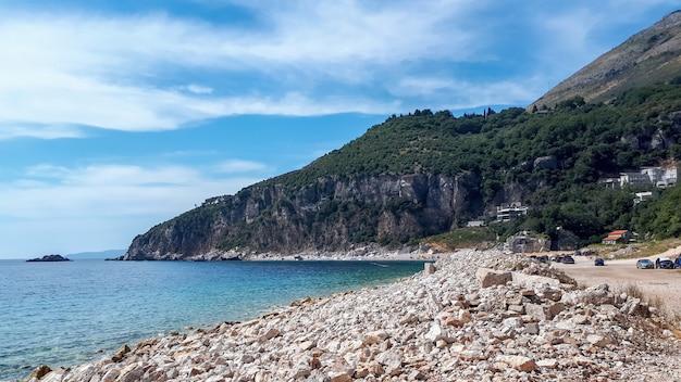 Costa do mar adriático em petrovac, montenegro