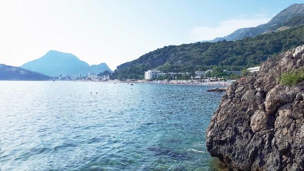 Costa do mar adriático em sutomore no montenegro
