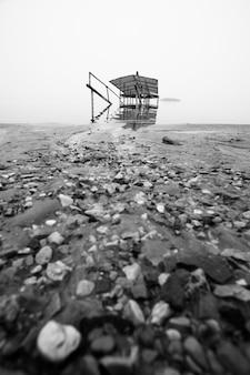 Costa do mar morto do lado israelense.