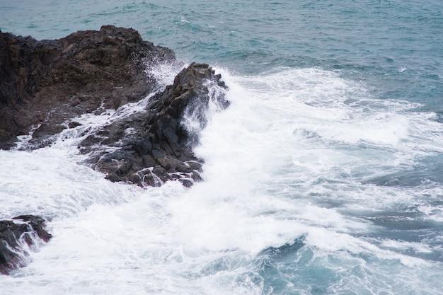 Costa rochosa da costa adeje e las americas. ilha de tenerife, canárias