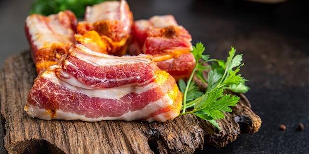 Costelas carne crua de porco especiarias páprica ervas refeição fresca lanche na mesa cópia espaço comida fundo