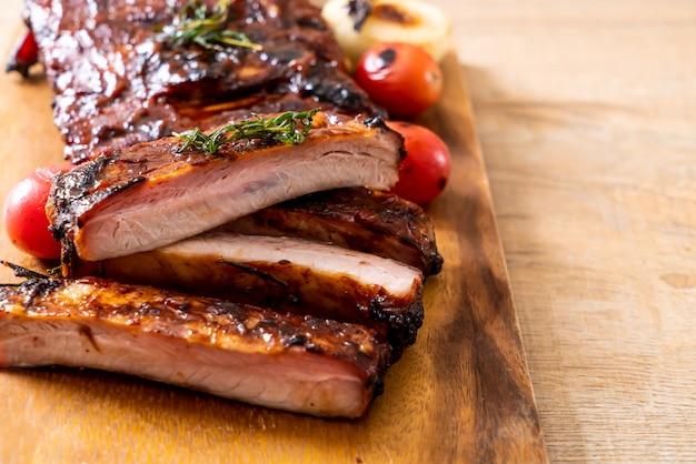 Costelas de churrasco grelhadas de porco