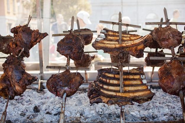 Costelas de porco grelhadas na grelha