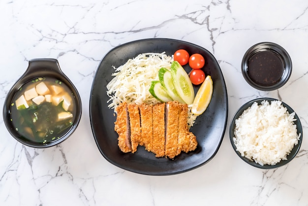Costeleta de carne de porco frita japonesa (conjunto de tonkatsu)