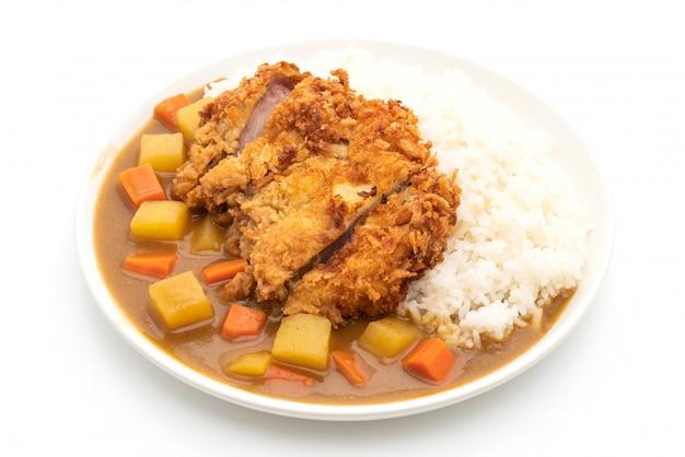 Costeleta de porco frita e crocante com curry e arroz